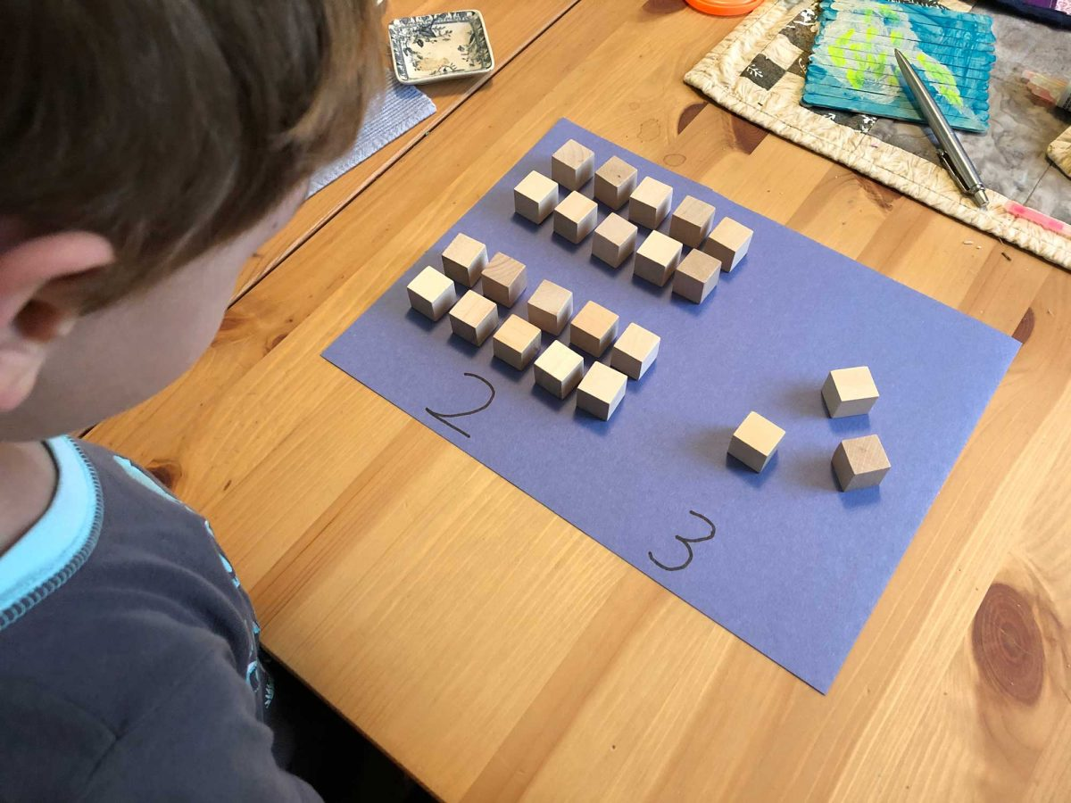 Visualize Digits and Multiplication with Wood Cubes